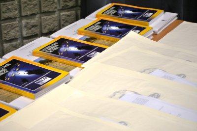 Il volume Prevenire la frode informando il pubblico edito dal UIfficio Europeo per la lotta antifrode della Commissione Europea e la litografia del Maestro Moussa Abdayem della Accademia di Belle Arti di Frosinone sono state donate ai premiati.